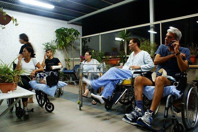 04 façons de venir en aide a un handicapé